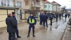 Безредици в Мездра, пращат жандармерия