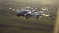 Първата лека кола-самолет извърши междуградски полет