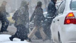 Сняг и силен вятър в цялата страна