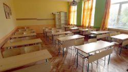 След 18 януари и големите ученици поетапно ще се връщат в клас