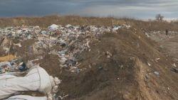 Големи количества боклук с неясен произход е открит край Червен бряг