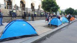 Съдебната палата осъмна с протестни палатки