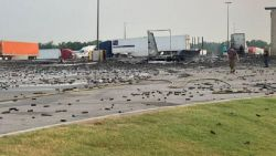 Взрив на дезодоранти унищожи цял камион (видео)