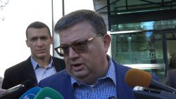 Цацаров поиска от ДАНС всички сметки, инвестиции и имоти в чужбина на властимащите