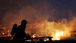 Огън бушува по цялата Земя