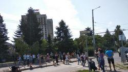 """Протестиращи блокираха пътя към """"Тех Парк"""", където ще се състои Националната среща на ГЕРБ"""
