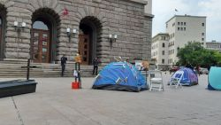 Вдигат отново палатки в Триъгълника на властта