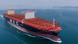 Пирати отвлякоха 8 членове на екипажа на германски кораб край бреговете на Камерун