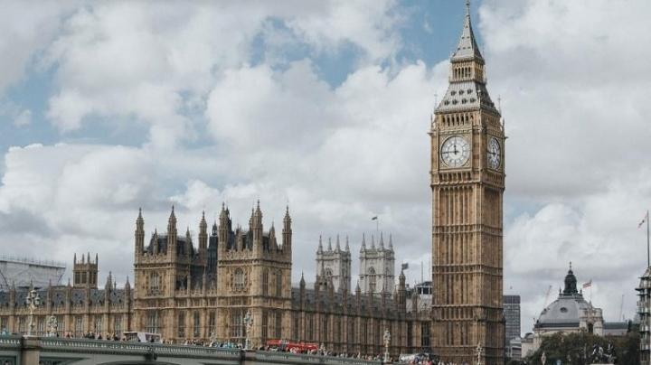 Англия отлага отмяната на всички мерки срещу COVID-19