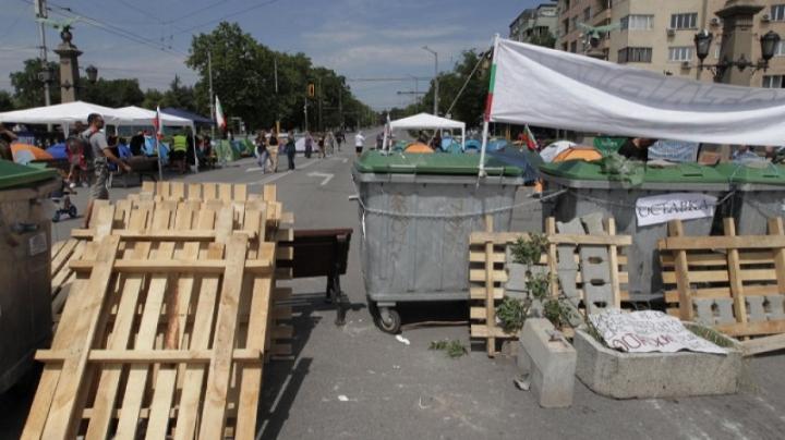 """Кръстовищата на """"Орлов мост"""" и пред МС остават блокирани"""