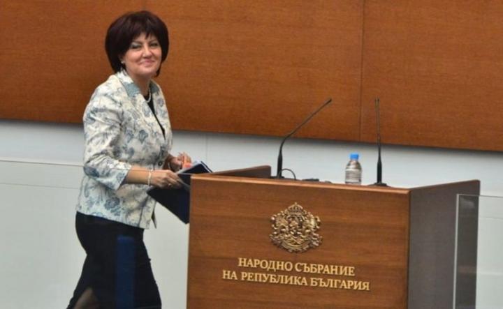 Караянчева: Дарихме и стари календари на домове за възрастни, с хубави пейзажи