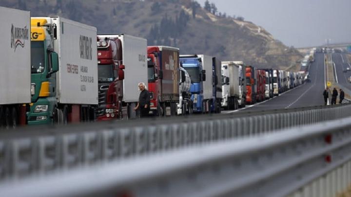 Ананиев забрани и разреши транзита на ТИР-ове към Турция в рамките на 3 часа