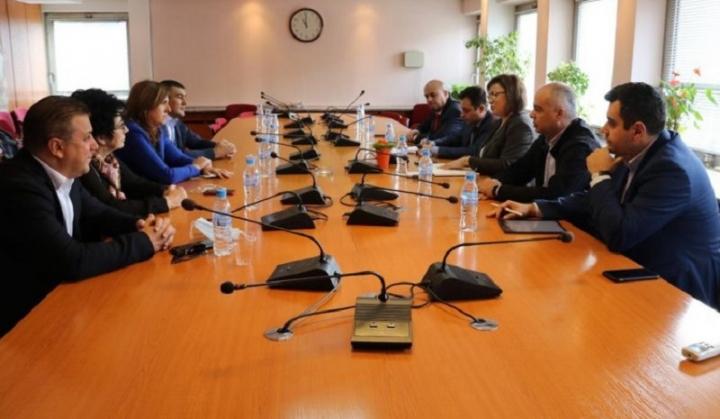 Нинова: В тежката криза най-напред трябва да защитим българското родно производство