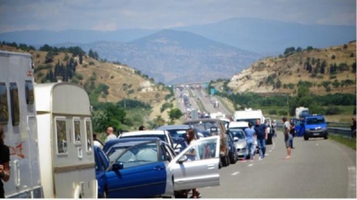 """15 км опашка от чакащи за Гърция се изви на """"Кулата"""""""