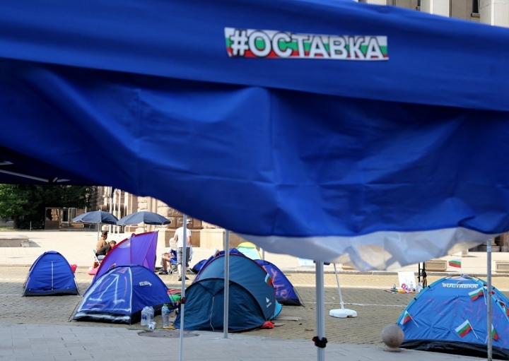Продължават блокадите на три възлови кръстовища в столицата
