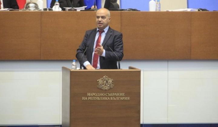 БСП: От парламента се иска да подпечата едно вече взето решение от Министерски съвет и поет ангажимент към ЕС за ваксините