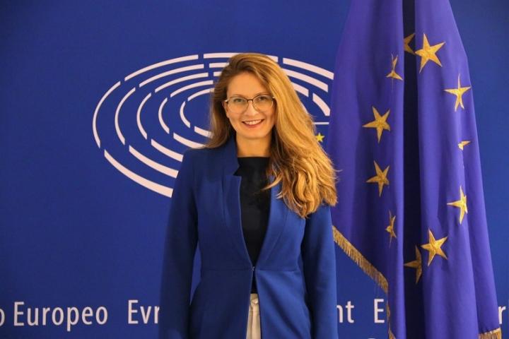 Евродепутатът Цветелина Пенкова: Допълнителните средства от ЕС за българските граждани и бизнеса са под въпрос