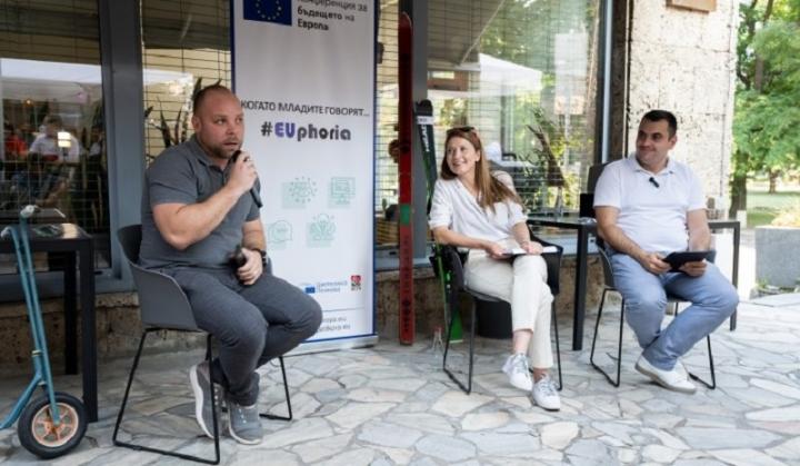 Евродепутатът от БСП Цветелина Пенкова цял месец предизвиква младите в България да вземат участие в Конференцията за бъдещето на Европа