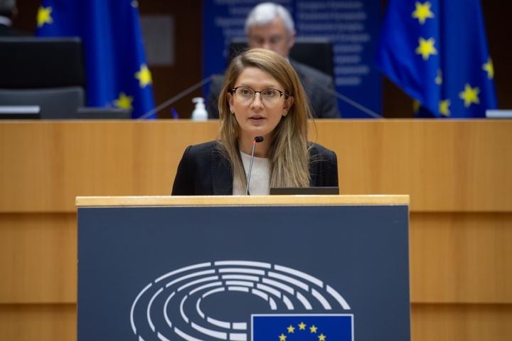Евродепутатът Цветелина Пенкова инициира дебат за европейските фондовете в България в Комисията по бюджетен контрол