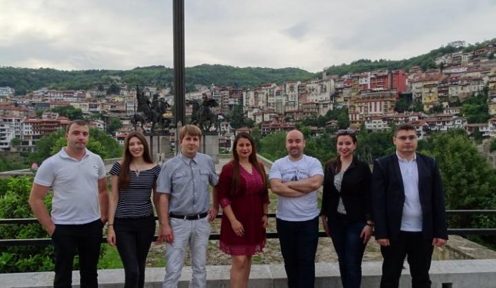 Младежите от БСП излязоха с позиция в подкрепа на машинното гласуване