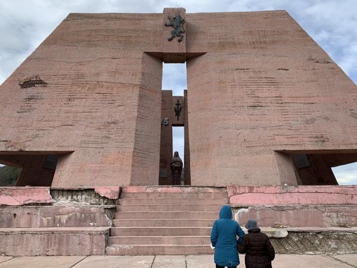 Пантеонът на загиналите български воини в Сръбско-българската война през 1885 година край Сливница тъне в разруха