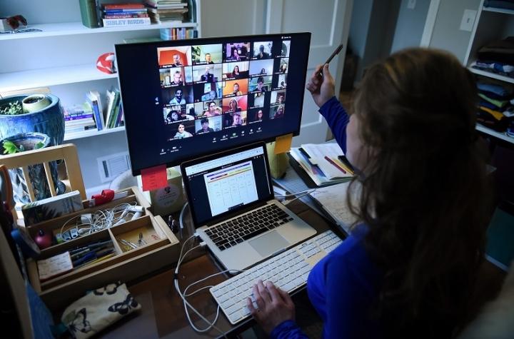 Учители заплашват с отпуски и напускане, ако няма онлайн обучение