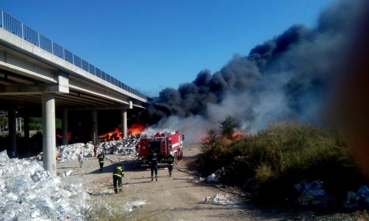 Остава частичното бедствено положение в Дупница заради пожара под АМ Струма