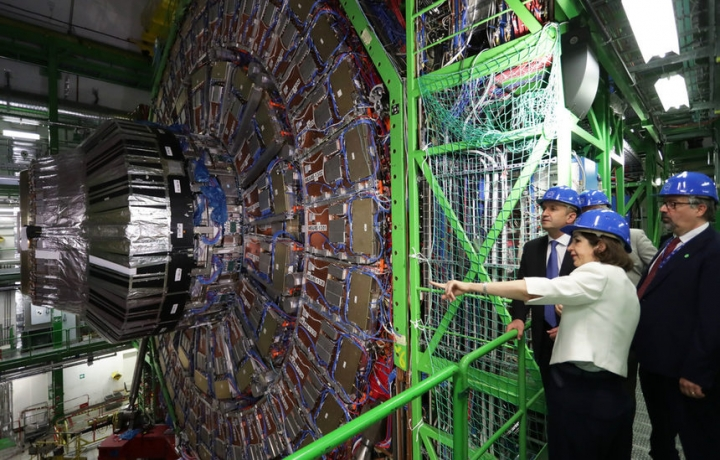 Радев в ЦЕРН нястоя в България да има умален вариант на адронния колайдер