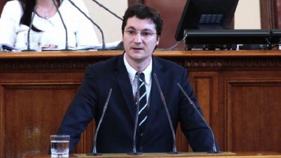 Крум Зарков: Парламентът трябва да се разпусне - и полицията, и армията ли трябва да се разпуснат