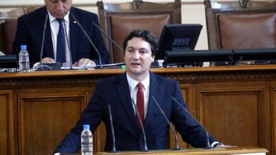 Крум Зарков към управляващите: Превърнахте държавата в царство на несправедливостта със знаме 500-еврова банкнота