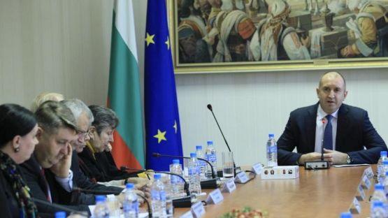 Радев: Консултациите за Конституцията не са линч срещу Гешев или Цацаров