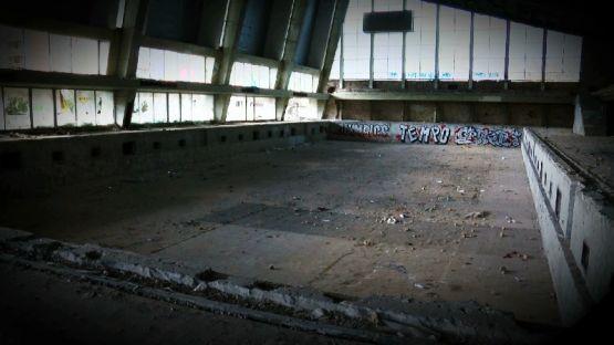 """Изродът """"Червено знаме"""" - депо за мечти и присъда на българския спорт"""