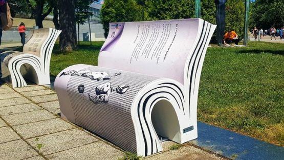 Бургас посрещна Деня на българската просвета и култура с артистични пейки във формата на разгърнати книги