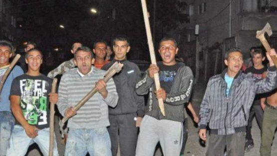 Роми нахлуха с ножове в заведение в Кърнаре