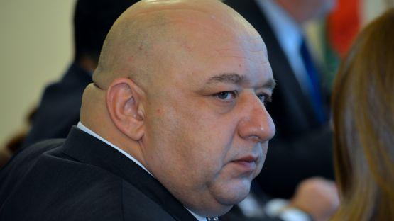 Опъва ли Бойко Борисов чадър над спортния министър за декларираните му имоти?