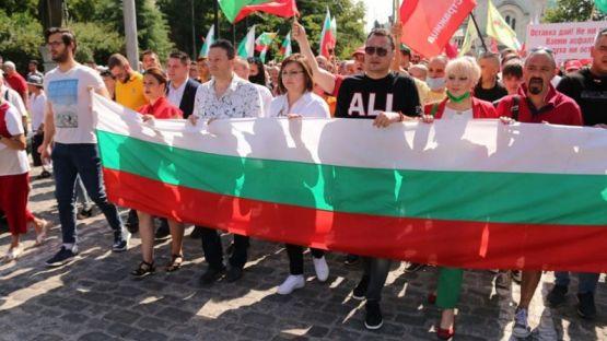 Корнелия Нинова поведе протестното шествие на БСП срещу правителството на Борисов