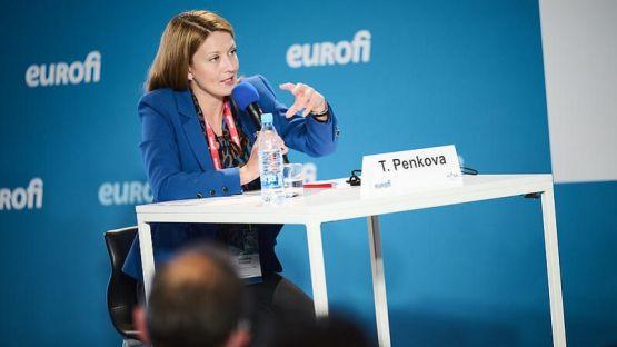 Евродепутатът Цветелина Пенкова коментира дигиталната трансформация във финансовия сектор на международната конференция EUROFI
