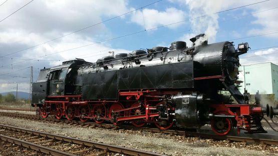 """Емблематичният локомотив № 46.03 """"Баба Меца"""" на БДЖ отпътува за Банкя с пътническа композиция"""