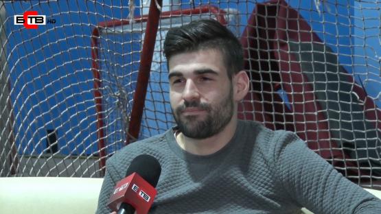 Да си български хокеист в чужбина – като да играеш с ботуши на ледената пързалка