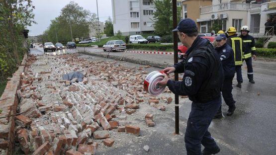 Мъж загина под рухнала ограда на военното министрество в Хасково