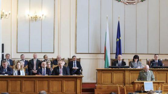 Народното събрание единодушно въведе извънредно положение