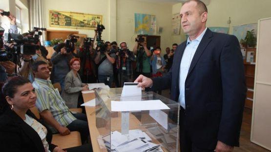Президентът Румен Радев гласува