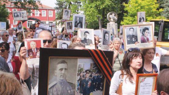 Безсмъртният полк шества по улиците на Велико Търново