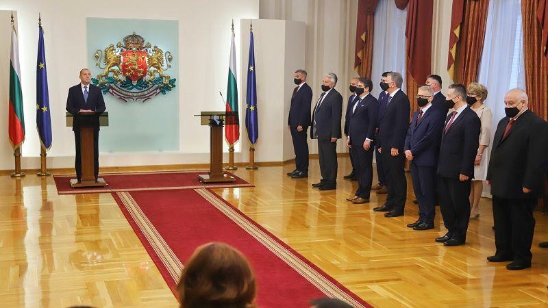 Радев поиска от новите министри борба с купения вот и задкулисието